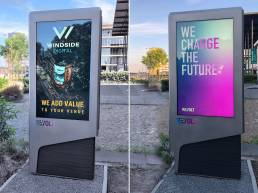 Windside dooh digital-out-of-home Revolt laadpaal